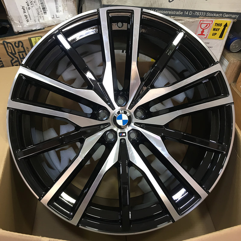 "BMW G05 X5 22"" BMW 742M wheels"