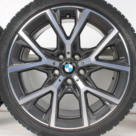 BMW F40 and 553M Wheels and 呔鈴