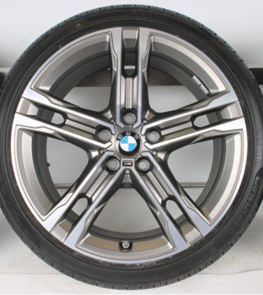 BMW F40 and 556M Wheels and 呔鈴