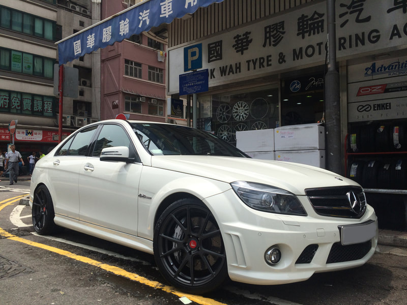 "Mercedes Benz W204 C63 with 19"" Vorsteiner VFF-103 Carbon Graphite with Premium Red Cap"