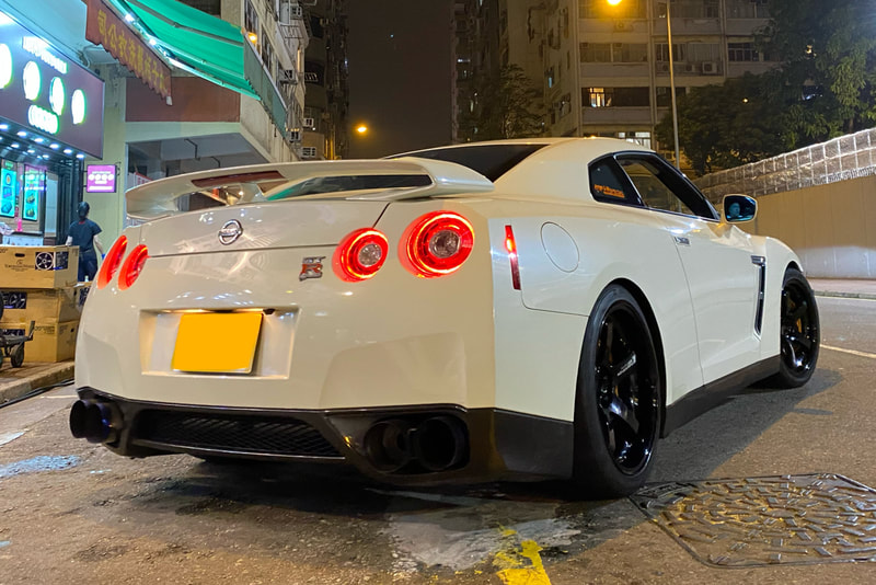 NIssan R35 GTR and Advan Racing GT Wheels