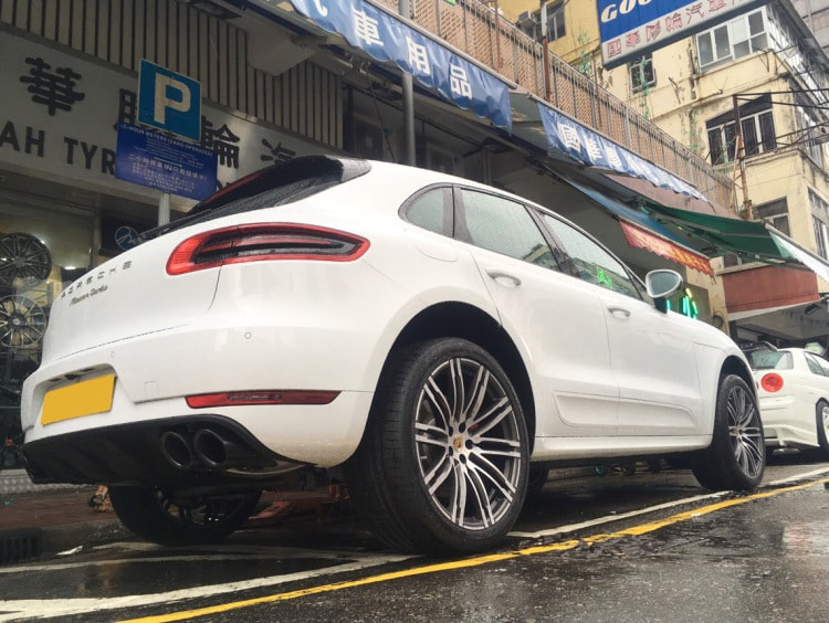 "Porsche Macan with 21"" Porsche Tubro Design"