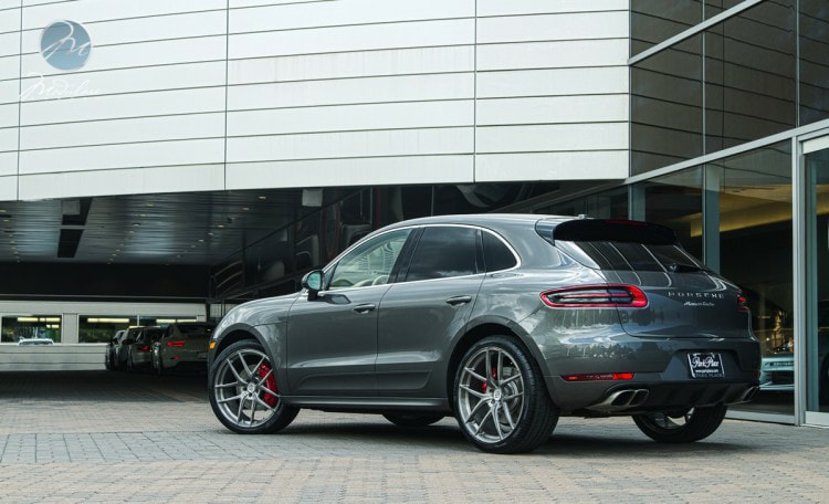 "Porsche Macan with 22"" Modulare Wheels B18 Evo Gloss Tinted Brushed"